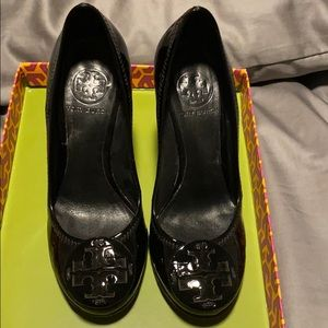 Like New Tory Burch Espadrille, black patent, 5.